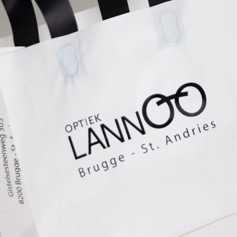 Plastictassenmetlus-plasticbagswithloophandles-Lannoo-2