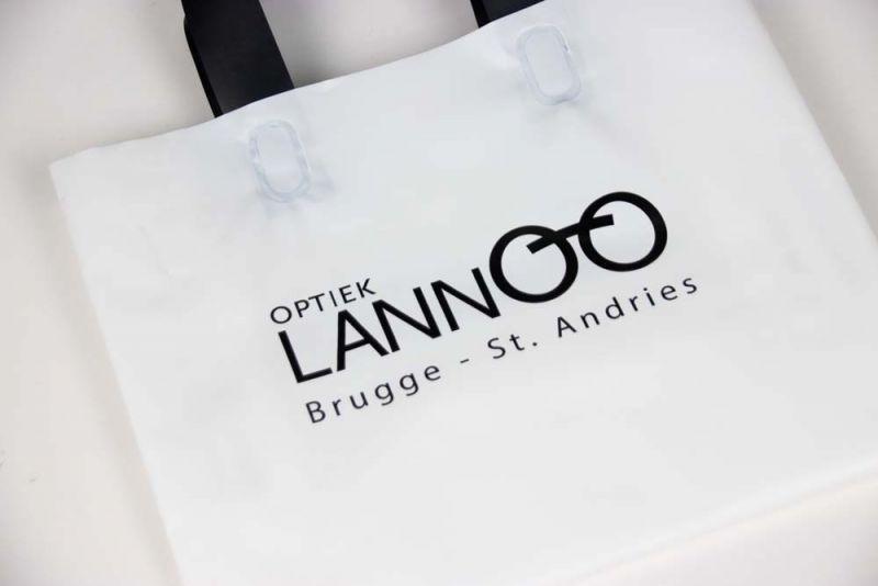 Plastictassenmetlus-plasticbagswithloophandles-Lannoo-4
