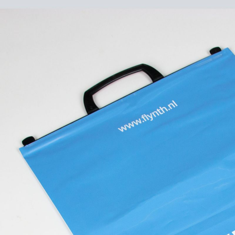 plasticbeugeltas-plasticbagswithbrackethandle-Flynth-detail